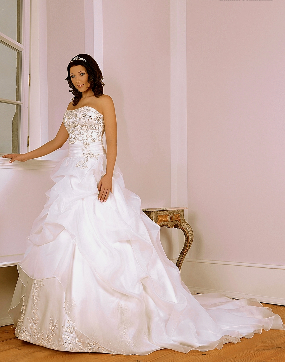 Ziemlich Deutsch Brautkleid Fotos - Hochzeit Kleid Stile Ideen ...